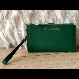 Michael Kors, travel wallet with wristband, green